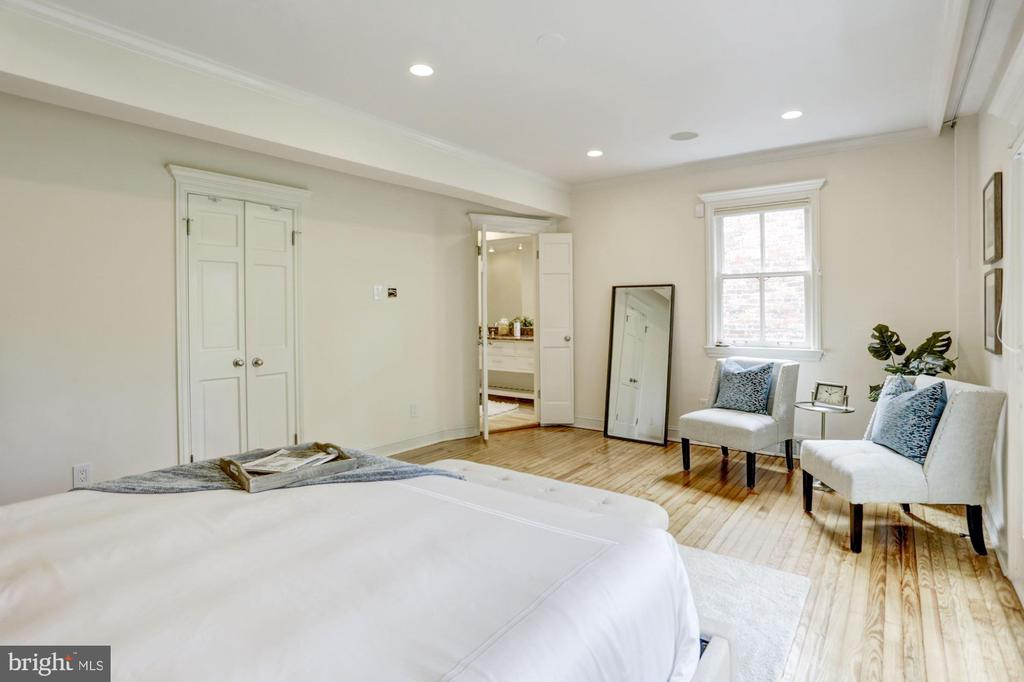 Master suite occupies entire back of the home - 1510 26TH ST NW, WASHINGTON