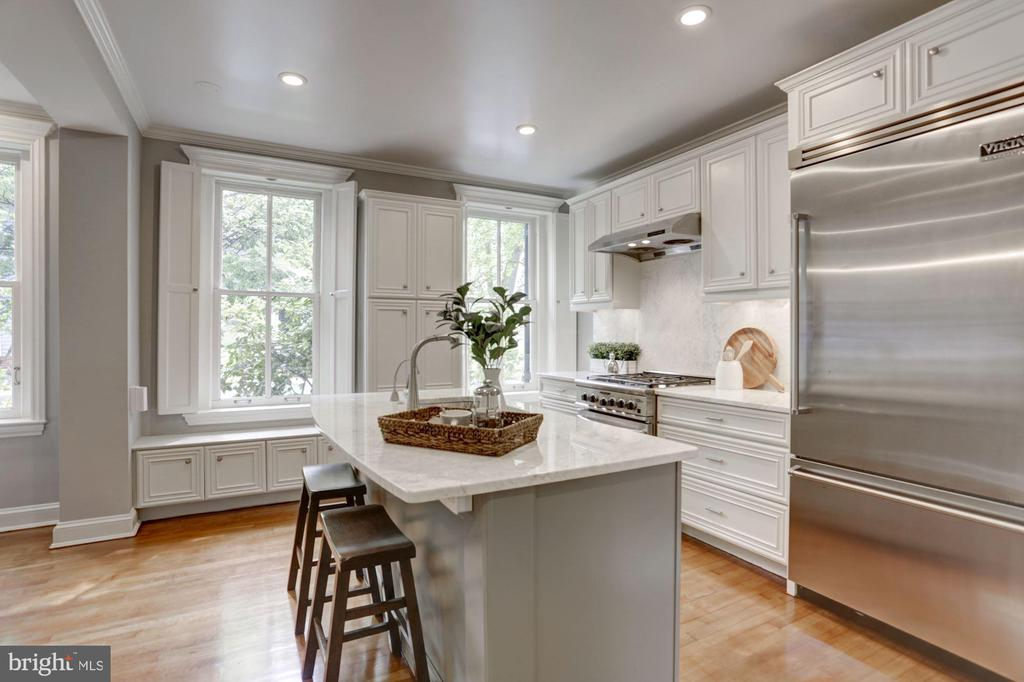 Bright kitchen-high end stainless steel appliances - 1510 26TH ST NW, WASHINGTON