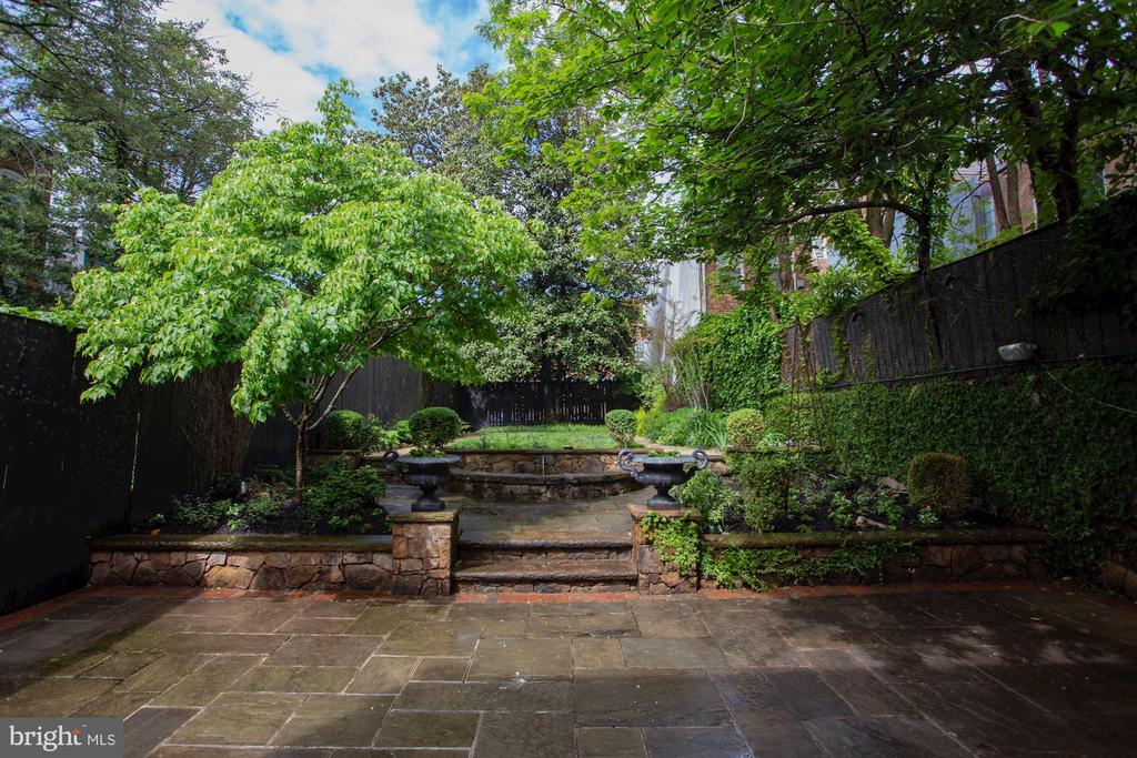 Imagine having morning coffee on private patio - 1510 26TH ST NW, WASHINGTON
