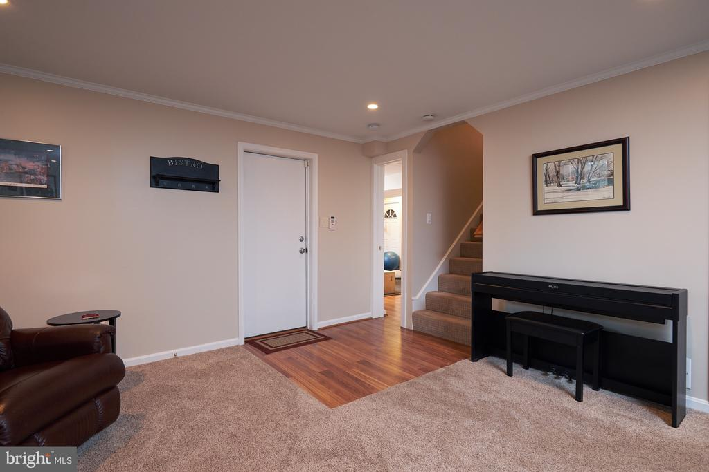 Entry to the lower level (garage entrance too) - 2912 S GRANT ST, ARLINGTON
