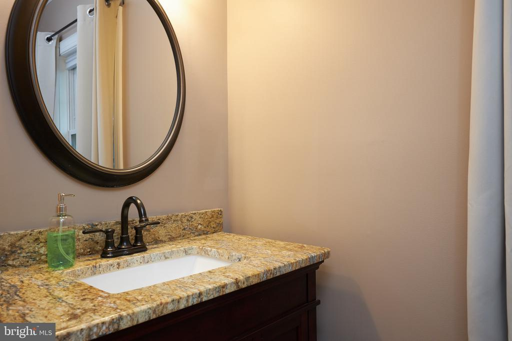 Main level half bath - 2912 S GRANT ST, ARLINGTON