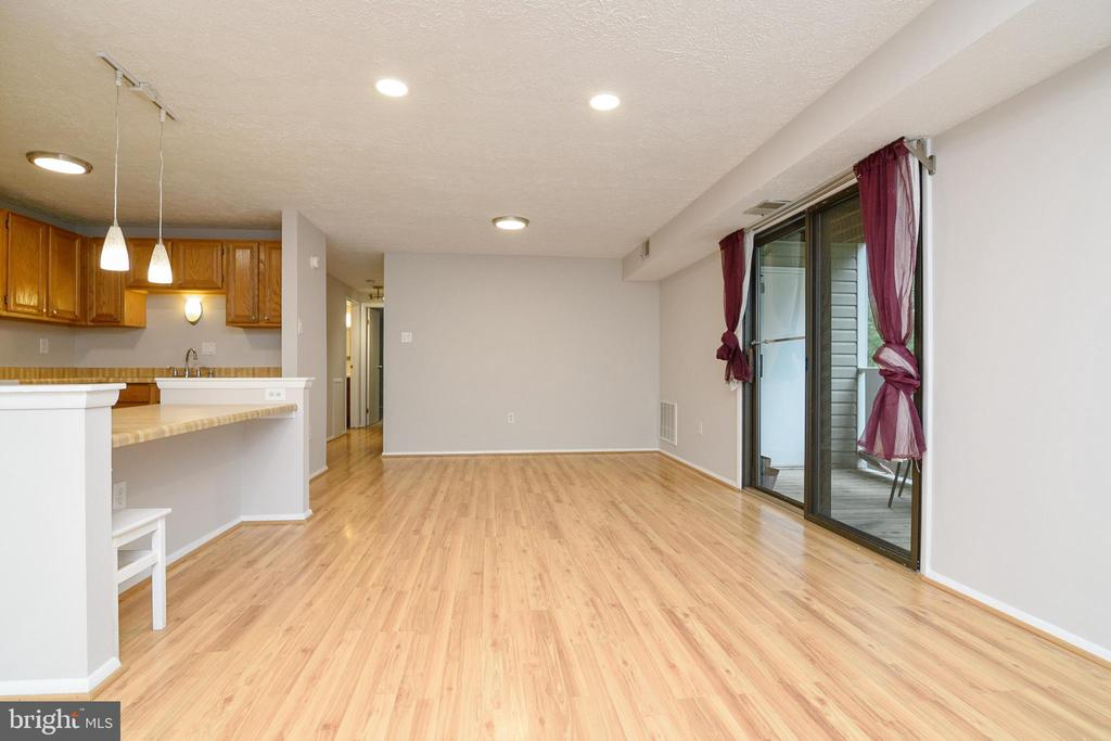 Living Room & Dining Room Combo - 12209 PEACH CREST DR #903-F, GERMANTOWN