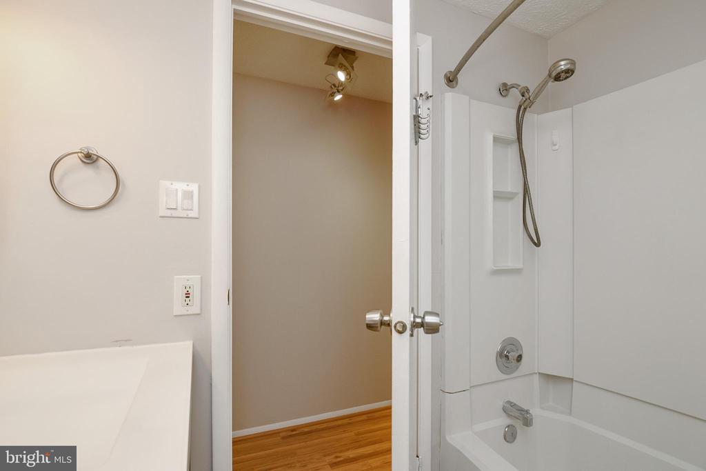 Bathroom - 12209 PEACH CREST DR #903-F, GERMANTOWN