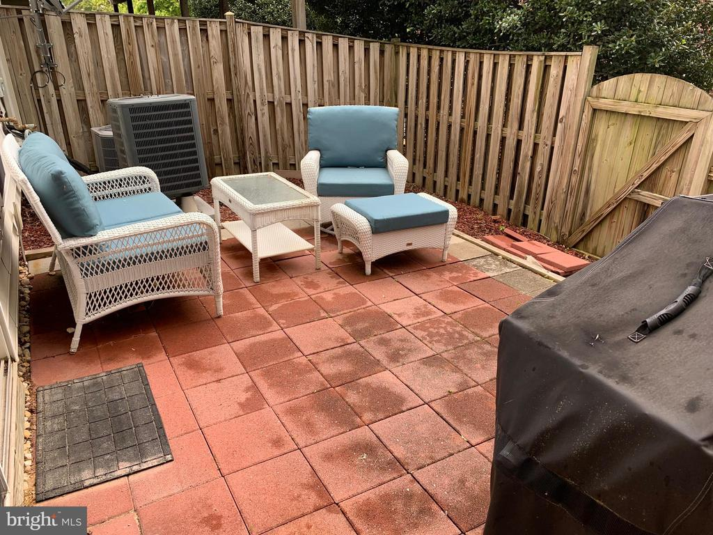 Brick Patio - room to grill and garden! - 6719 ASPEN TRACE CT, ANNANDALE