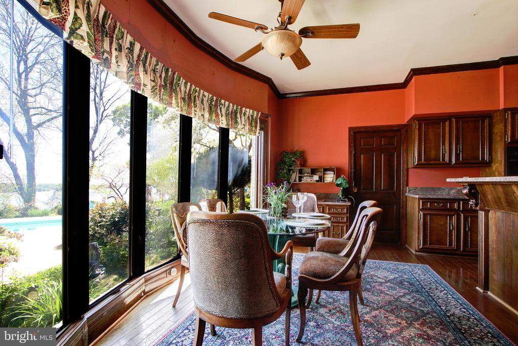 Enter Kitchen Breakfast Room from Family Room - 3905 BELLE RIVE TER, ALEXANDRIA