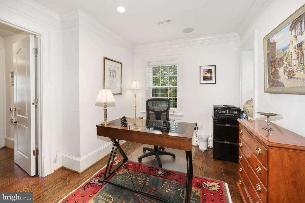 Office/Den Opens to Master Suite & Hallway - 3001 CATHEDRAL AVE NW, WASHINGTON