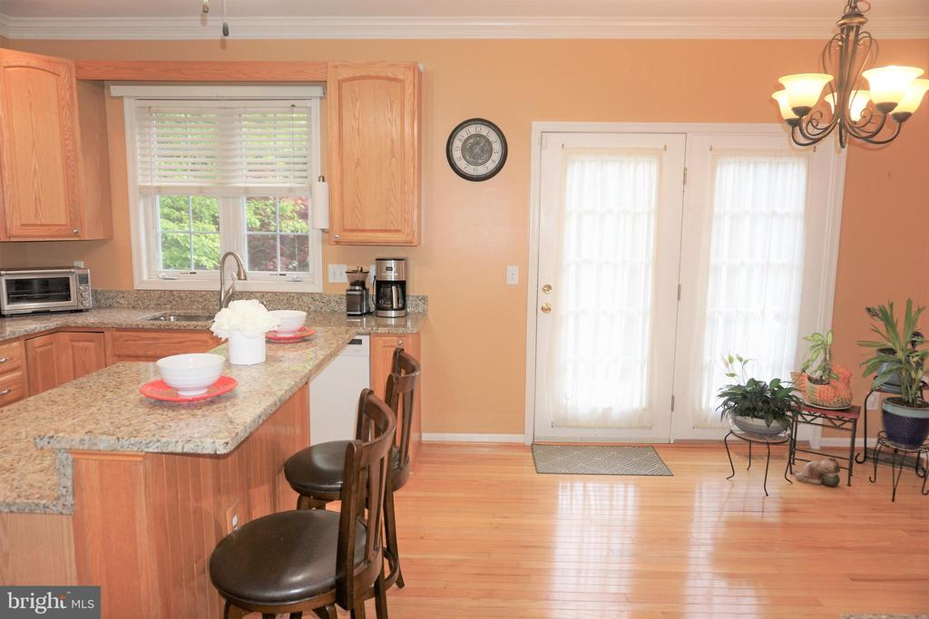 Beautiful kitchen with center island - 15 LOTUS LN, STAFFORD