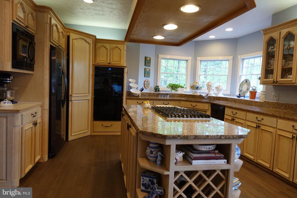 Gourmet Kitchen - 6507 BURKE WOODS DR, BURKE