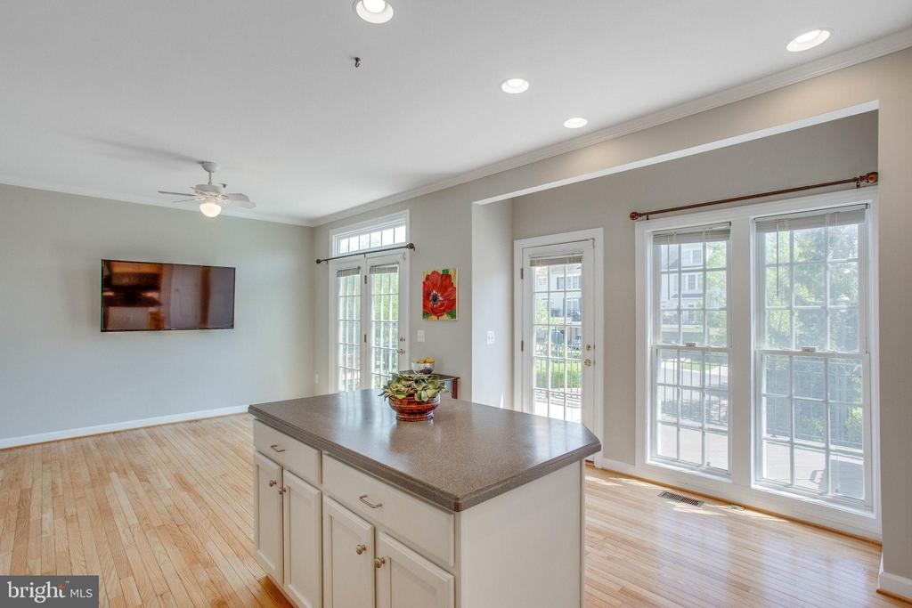Kitchen island with extra cabinets - 43771 APACHE WELLS TER, LEESBURG