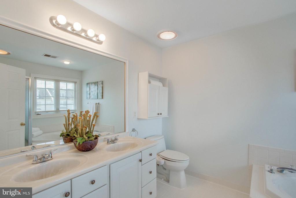 Double sink vanity with framed mirror above - 43771 APACHE WELLS TER, LEESBURG