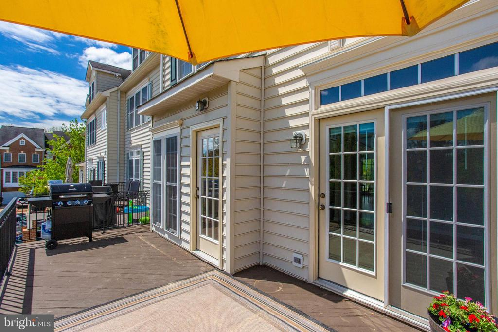 Two doors to deck from kitchen & family room - 43771 APACHE WELLS TER, LEESBURG