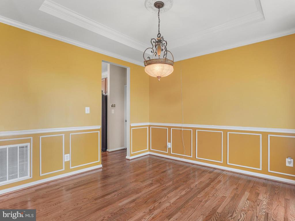 Dining Room with Tray Ceiling - 2151 BALLAST LN, WOODBRIDGE