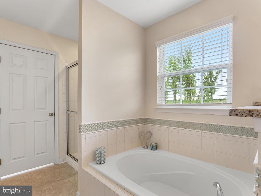 Master Bathroom with Window - 2151 BALLAST LN, WOODBRIDGE