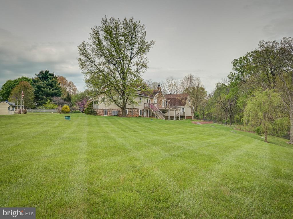 Got A Green Thumb? You'll Like This Yard - 5917 WILD FLOWER CT, ROCKVILLE