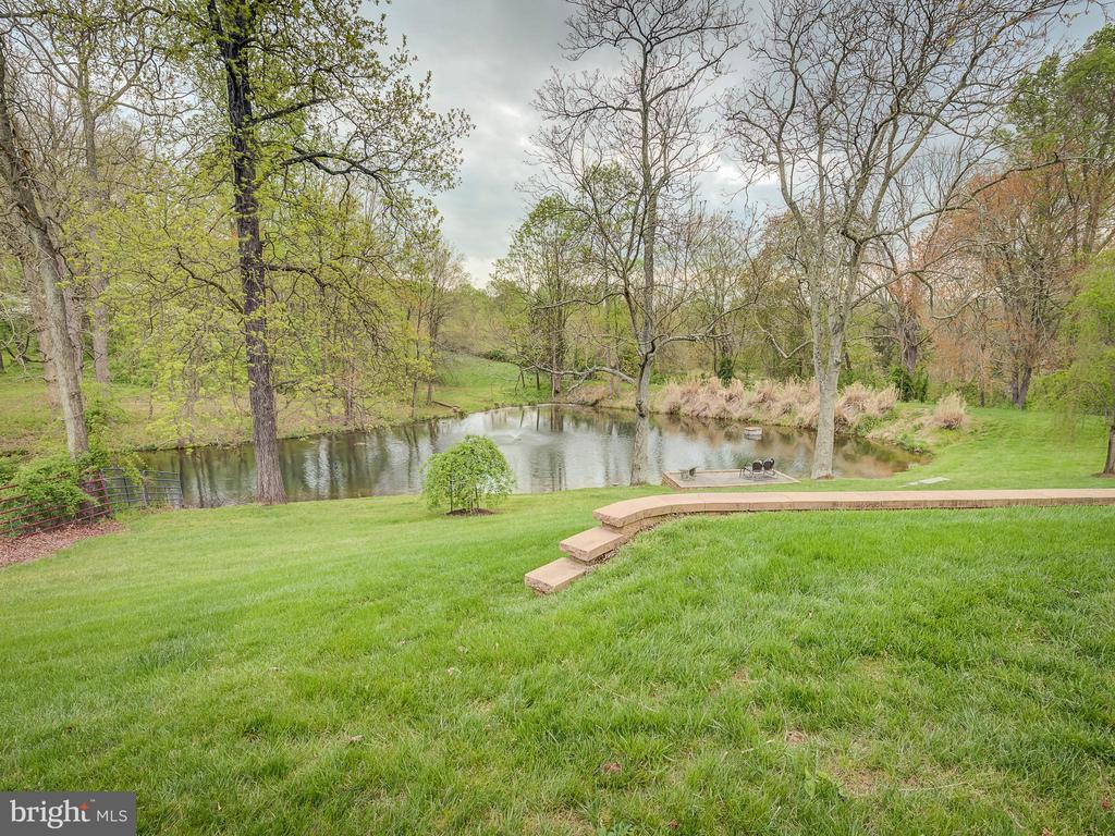 Picnic-Perfect Backyard - 5917 WILD FLOWER CT, ROCKVILLE