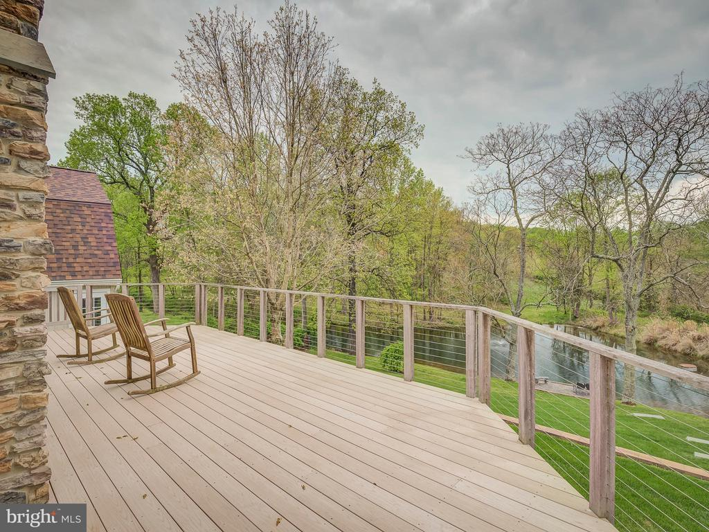 Happy Summers For The Whole Family With This Pond - 5917 WILD FLOWER CT, ROCKVILLE