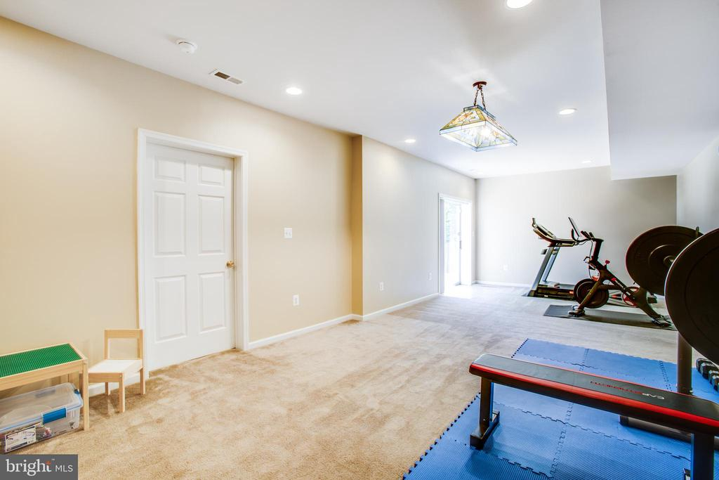 Walkout lower level rec room w/ recessed lighting. - 6 CROMWELL CT, STAFFORD