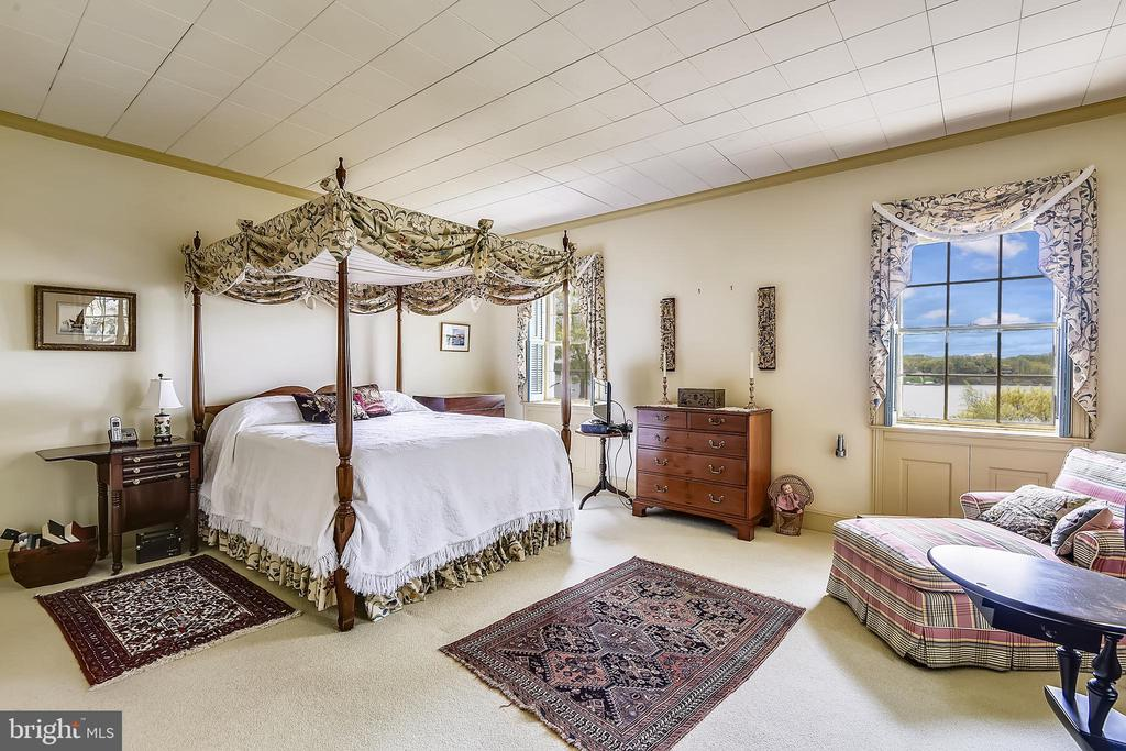Main Level Master Bedroom - 205 WINCHESTER BEACH DR, ANNAPOLIS