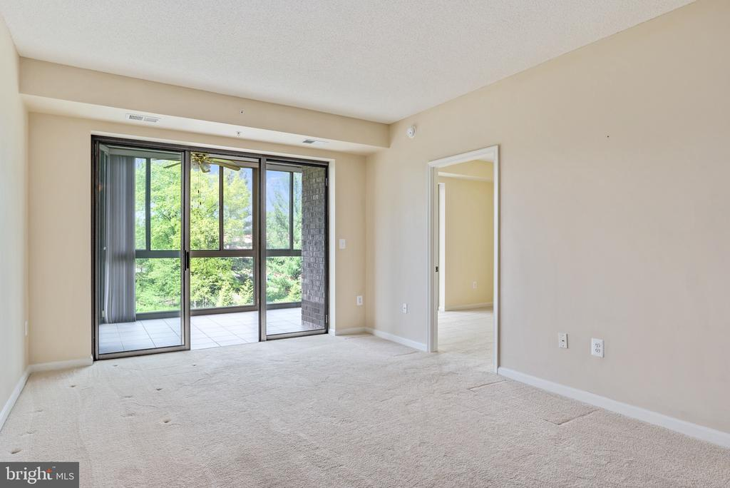 Living Room - 19355 CYPRESS RIDGE TER #422, LEESBURG