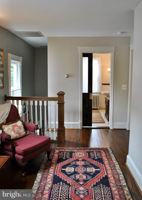 with a full bath at one end serving guest bedrooms - 434 STATE ST, ANNAPOLIS