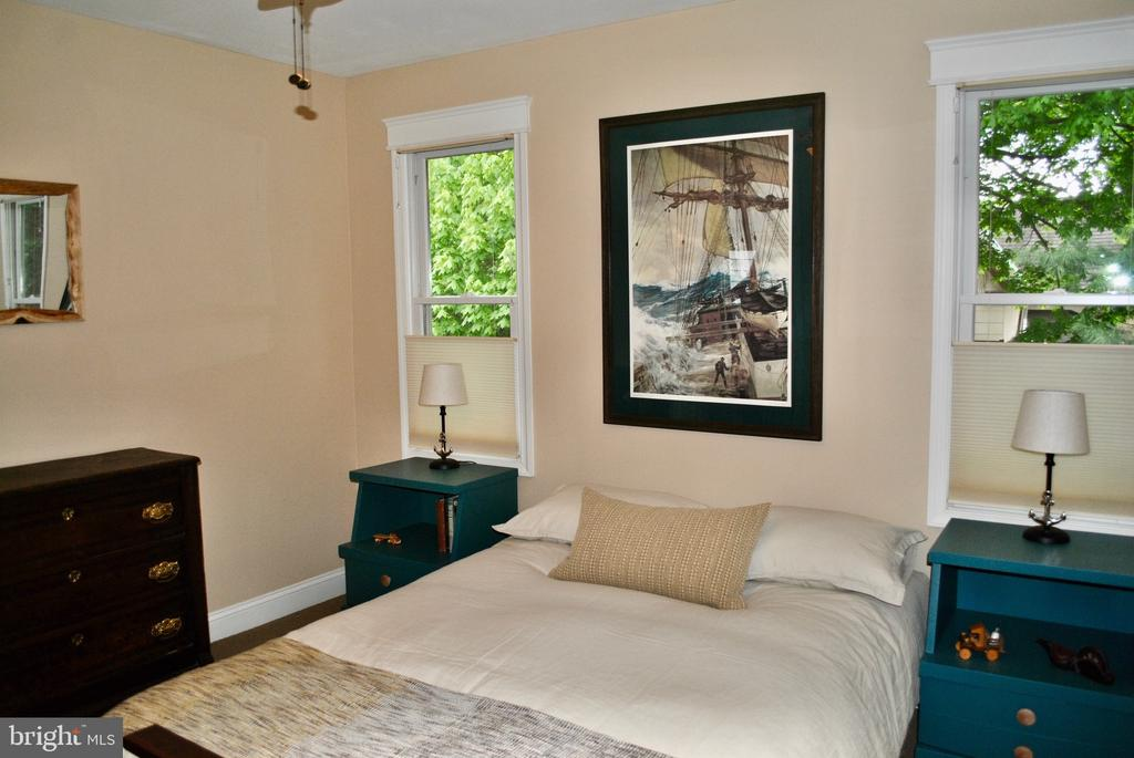 Quiet Guest room #2 has side of house view. - 434 STATE ST, ANNAPOLIS
