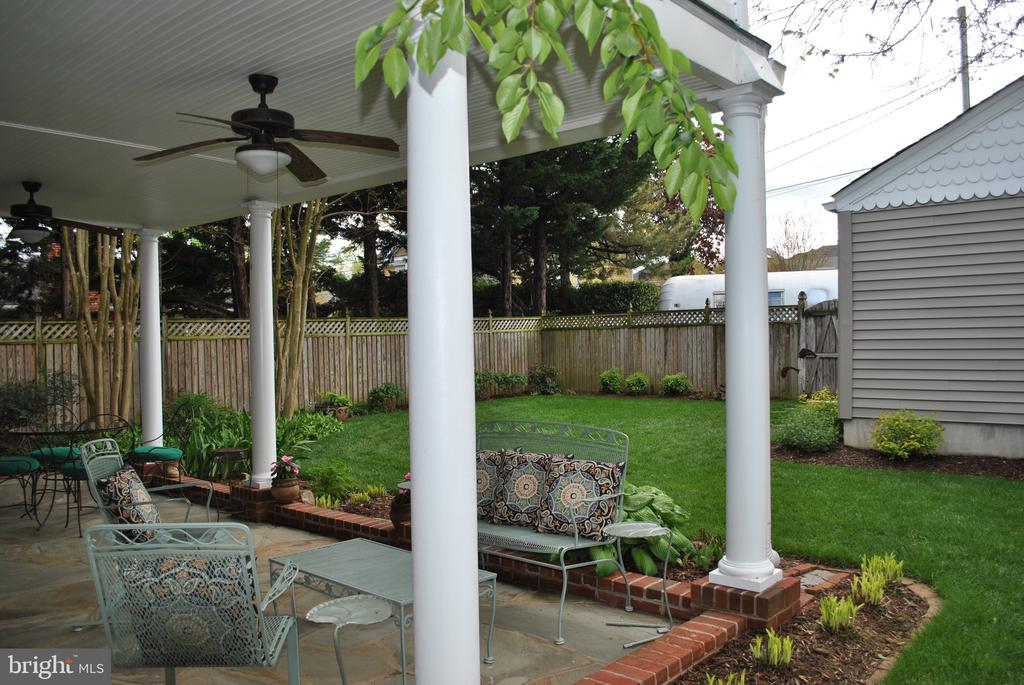 a relaxing view of manicured backyard. - 434 STATE ST, ANNAPOLIS