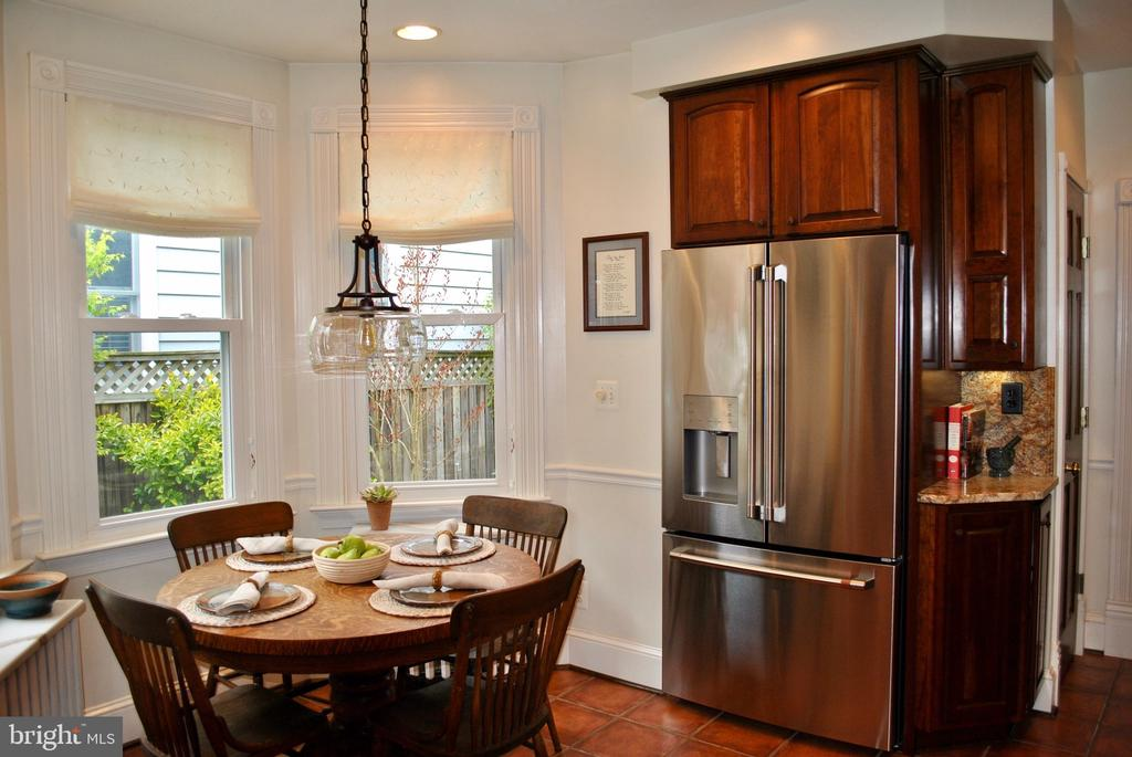 HAs sunny heart-in space, nice SS appliances - 434 STATE ST, ANNAPOLIS