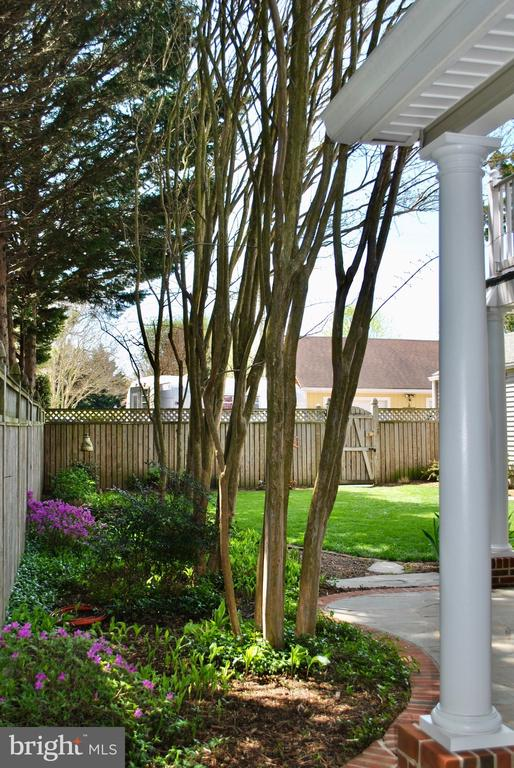 and leads you around to the patio and backyard. - 434 STATE ST, ANNAPOLIS