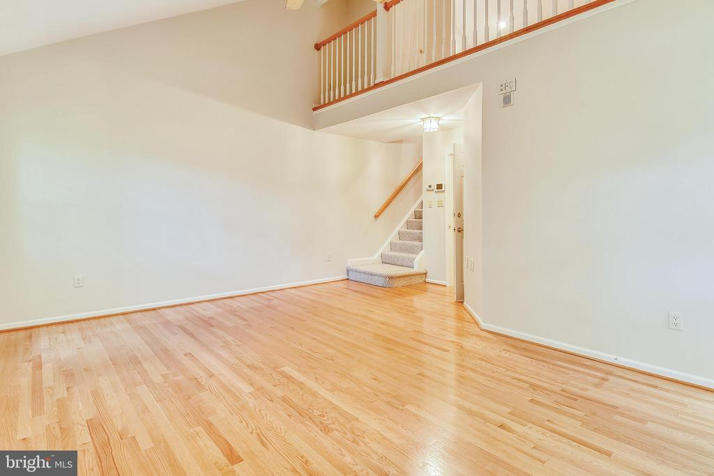 Master bedroom with stairs to loft - 5934 MAPLEWOOD PARK PL, BETHESDA