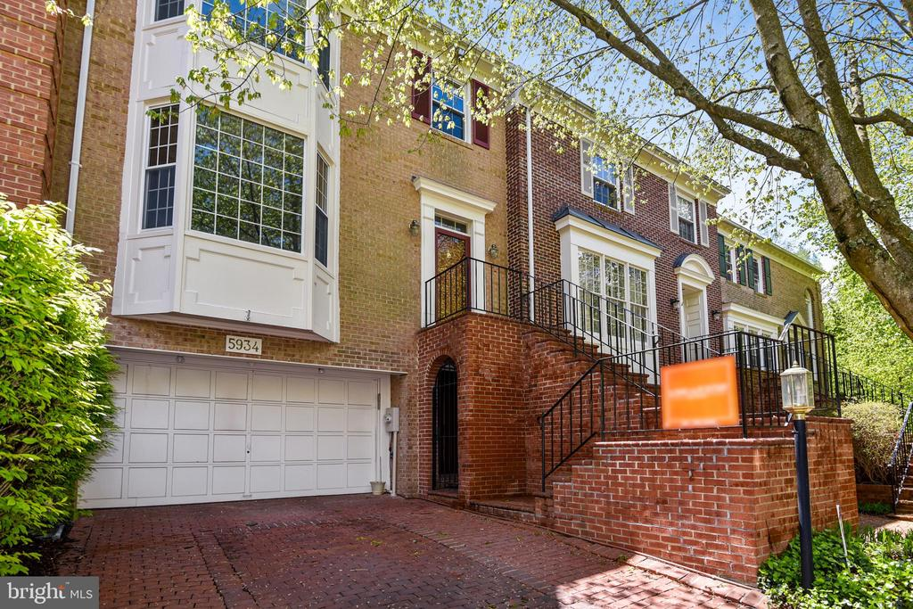 Separate entrance into lower level - 5934 MAPLEWOOD PARK PL, BETHESDA