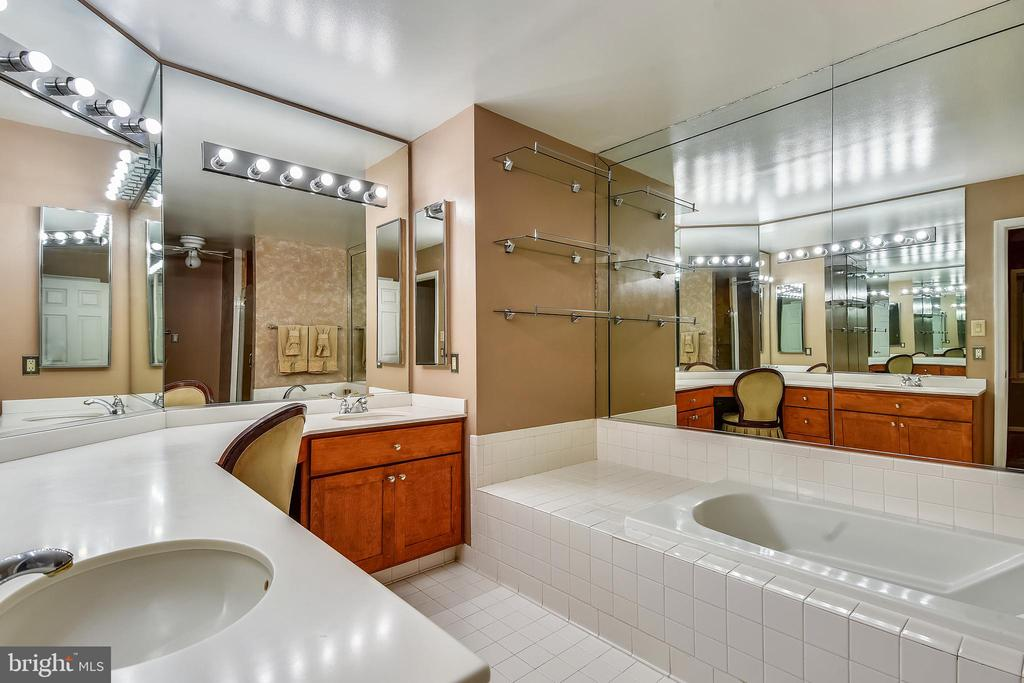 Master Bath with separate stall shower and tub. - 5934 MAPLEWOOD PARK PL, BETHESDA