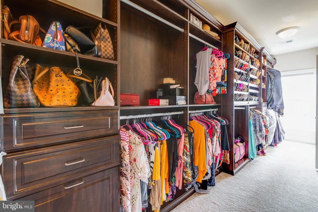 Master Closet is custom built - 16144 WOODLEY HILLS RD, HAYMARKET