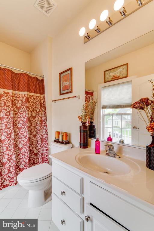 Private Bathroom in Bedroom 2 - 16144 WOODLEY HILLS RD, HAYMARKET