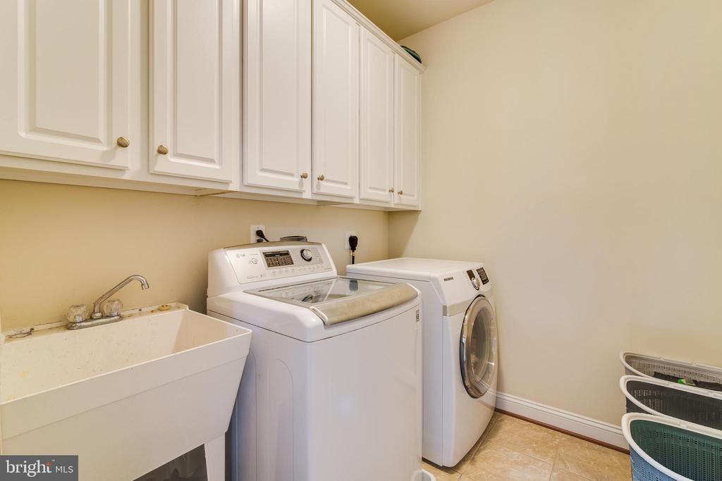 Laundry Room on Upper level - 16144 WOODLEY HILLS RD, HAYMARKET