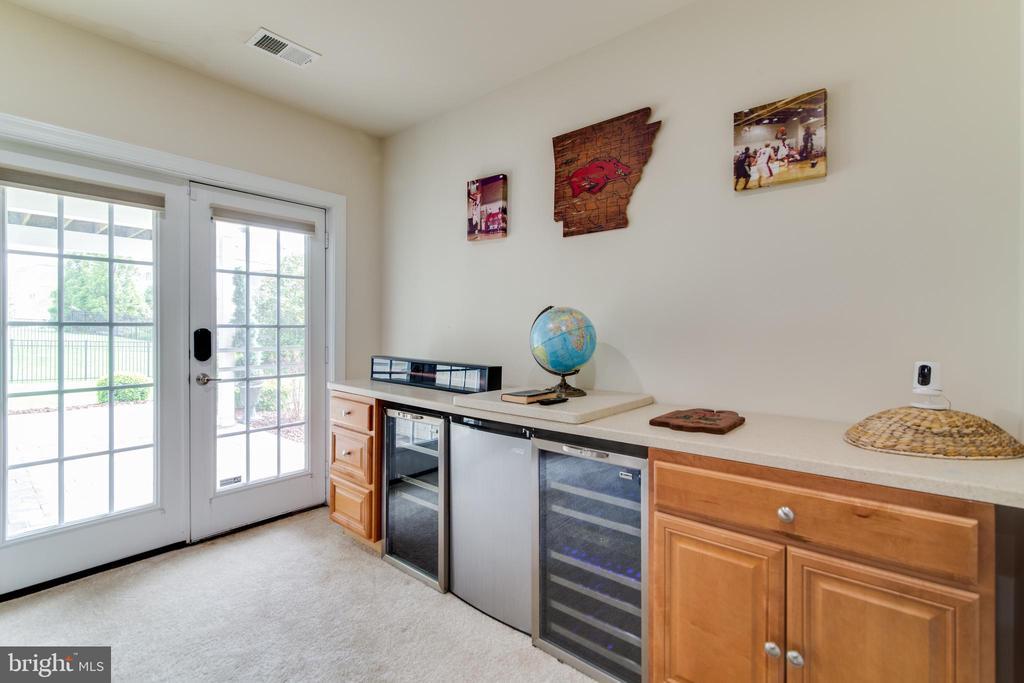 Dry bar with room for wine fridges - 16144 WOODLEY HILLS RD, HAYMARKET