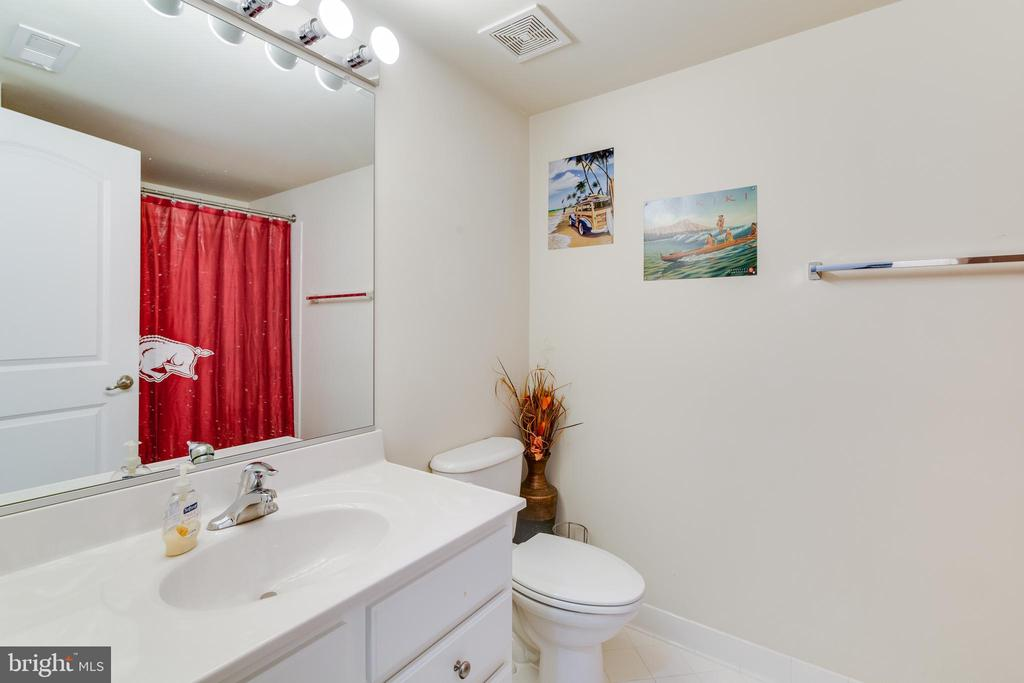 Full Bathroom in Basement - 16144 WOODLEY HILLS RD, HAYMARKET