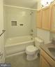 Large soaking tub, tile floor, extra cabinets - 404 GREEAR PL, HERNDON