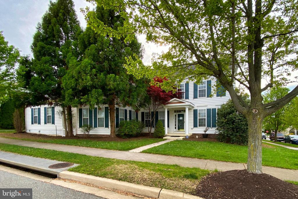 Corner lot faces the open parkland. - 134 BRADDOCK ST, CHARLES TOWN