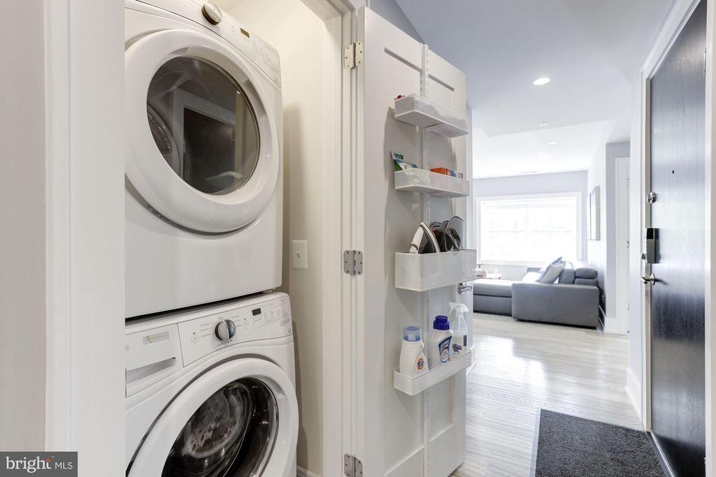 Large washer/dryer - 2434 16TH ST NW #301, WASHINGTON