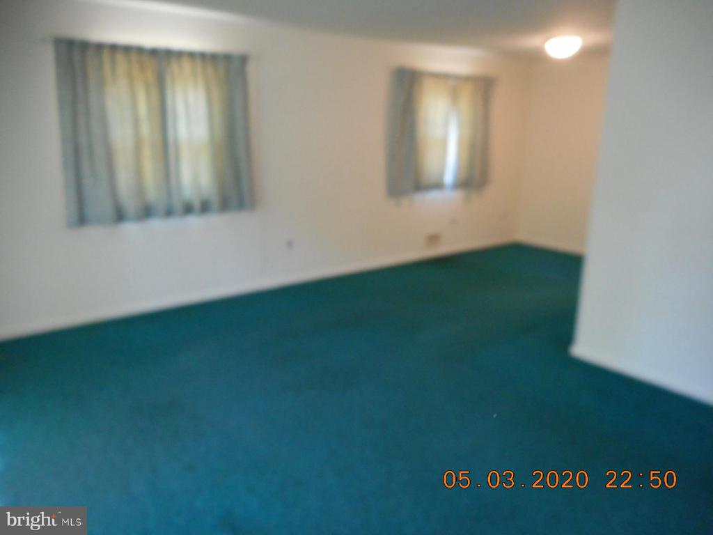 LIVING ROOM - 4319 OXFORD DR, SUITLAND
