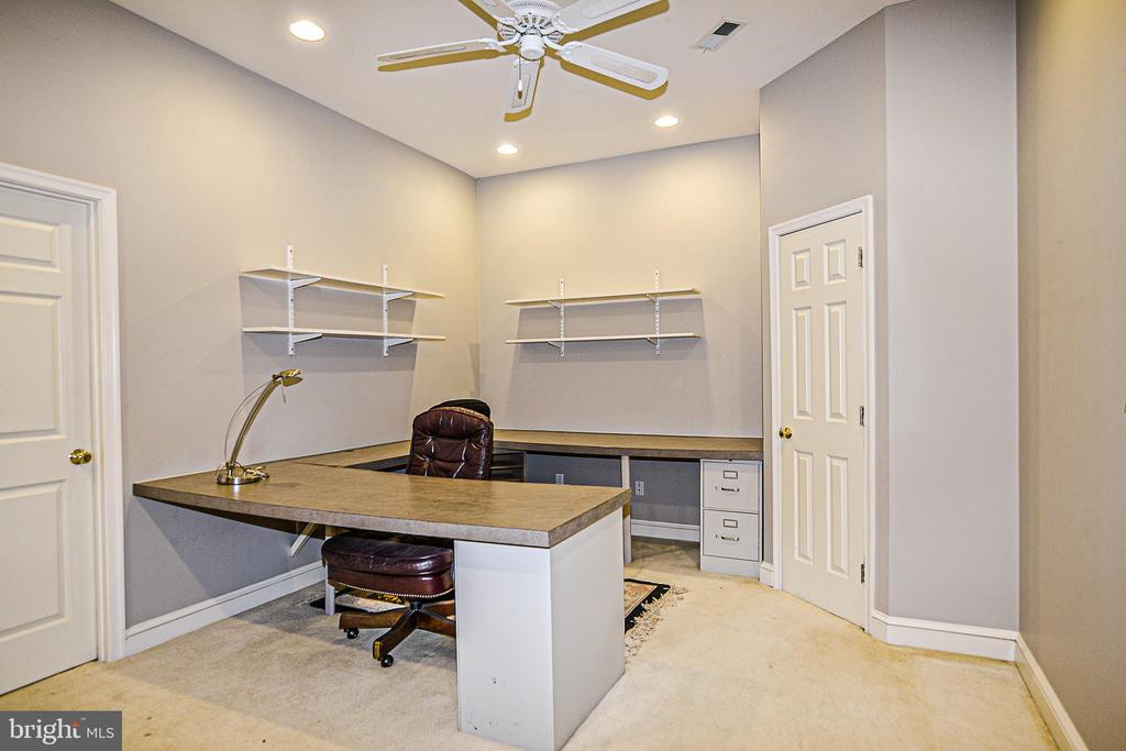 Family Office with Built-in Desk - 12970 WYCKLAND DR, CLIFTON
