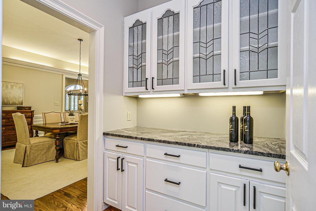 Butlers Pantry w/ New Hardware & Granite Counters - 12970 WYCKLAND DR, CLIFTON