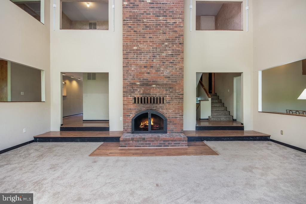 Wood Burning Fireplace w/Floor to Ceiling Chimney - 305 VOYAGE CV, STAFFORD