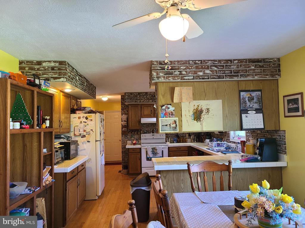 Spacious kitchen - 544 PYLETOWN RD, BOYCE