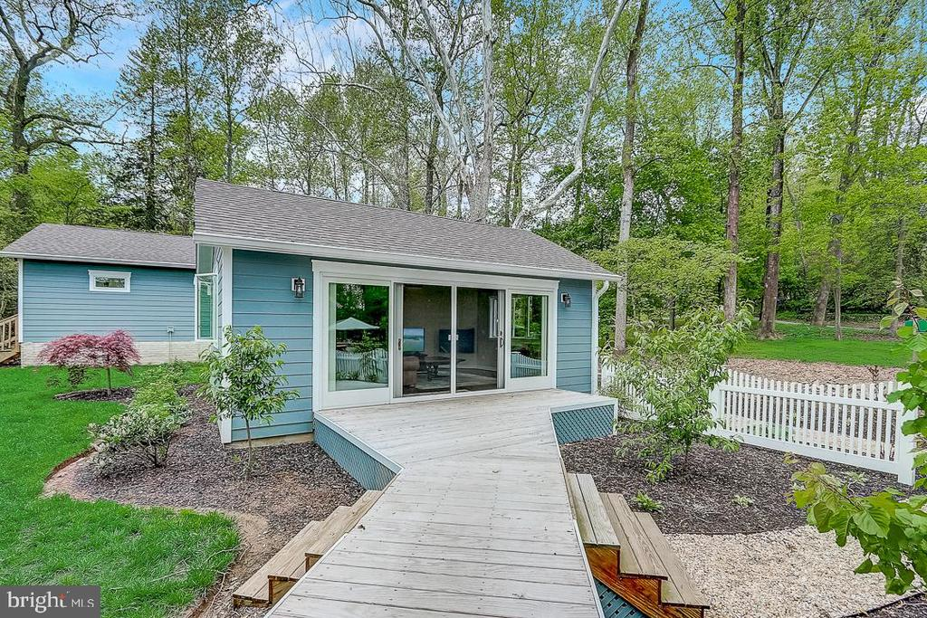 Decking throughout, leads to studio space - 1735 WESTMORELAND TRL, ANNAPOLIS