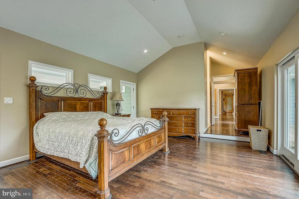 Large Master Bedroom facing east - 1735 WESTMORELAND TRL, ANNAPOLIS