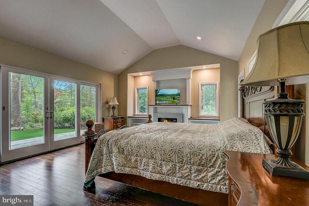 HUGE Master ensuite with fireplace - 1735 WESTMORELAND TRL, ANNAPOLIS