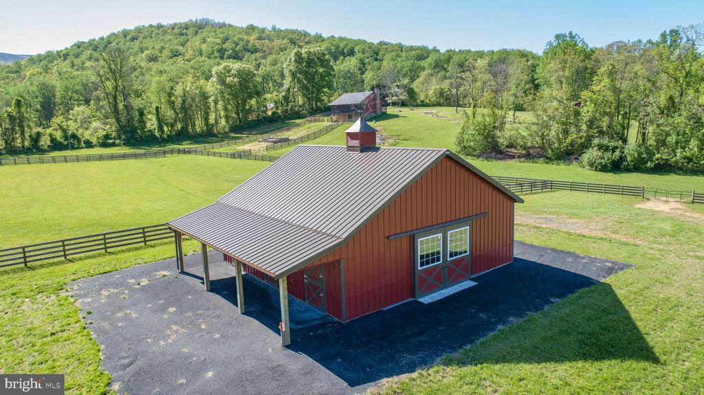 Newly constructed barn - 65 HICKORY LN, HUNTLY