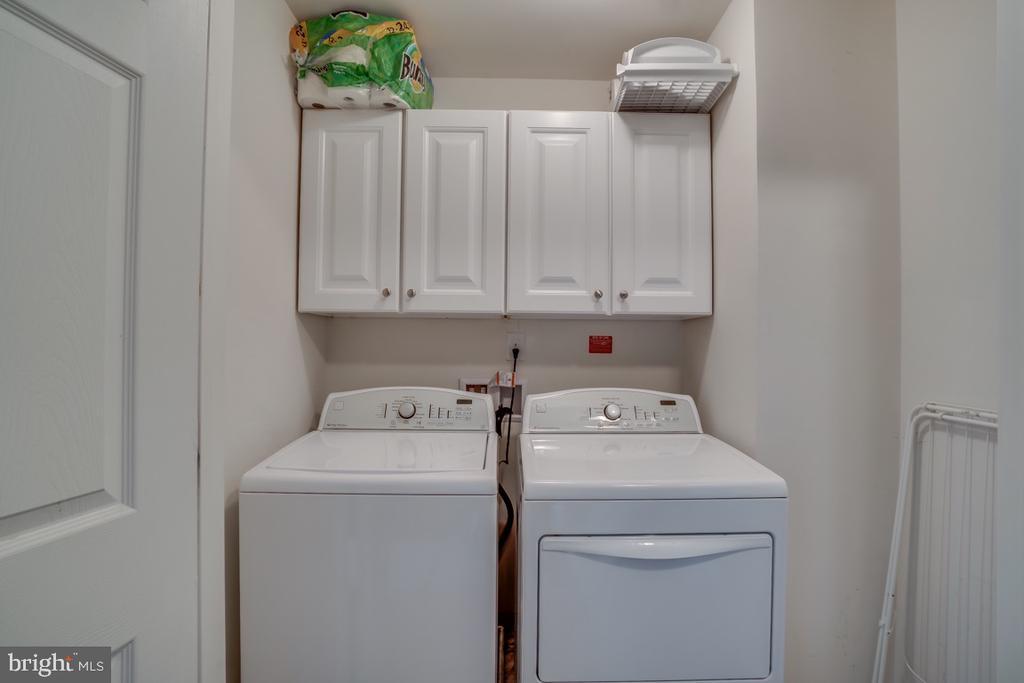 Upper Level laundry - 45726 WINDING BRANCH TER, STERLING