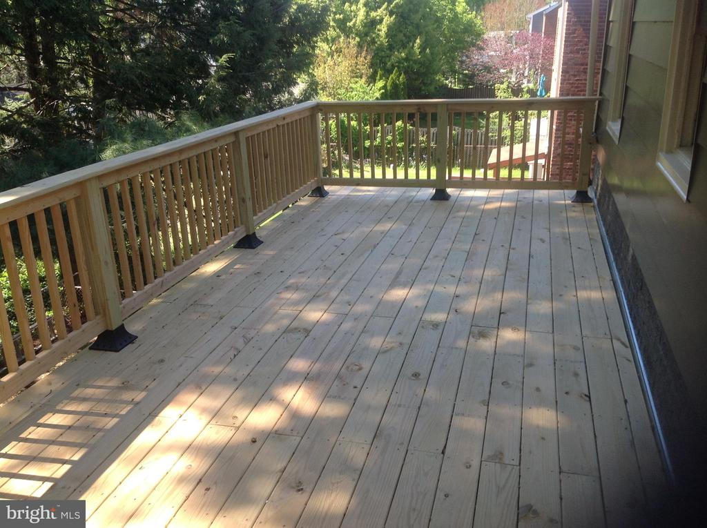 Upper Level Outdoor Deck Off Kitchen - 604 N EMERSON ST, ARLINGTON